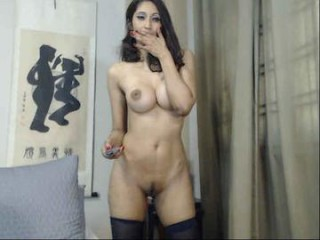 classdeb webcam chick fucks herself with a dildo