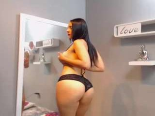 sarahbroke sexy camgirl in a short skirt