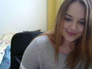 wearethebestinthissite camgirl plays under the sheets
