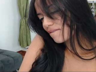 anielli69 camgirl plays under the rain