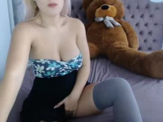horny_littlenymph webcamteen plays naked in her bed