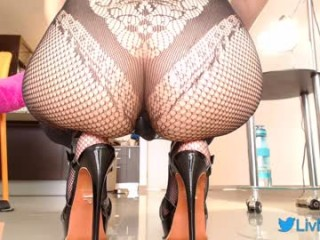 liv4love camgirl plays with bubbles