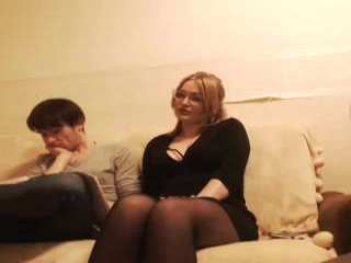 am_yum webcamteen naked and drinking