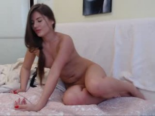 adriana_ferrari camgirl gets hot and masturbates