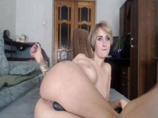 mike_chloe camgirl plays with bubbles