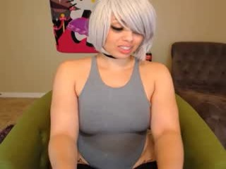 oxlemon camgirl in a red couch