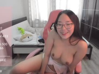 reibelletv busty camgirl nude on a toilet