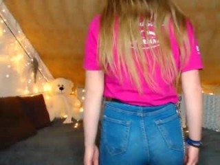 little_cherry__ camgirl plays with herself online
