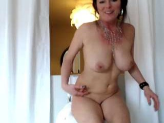 milajxxx amazing webcam girl very nice red lingerine