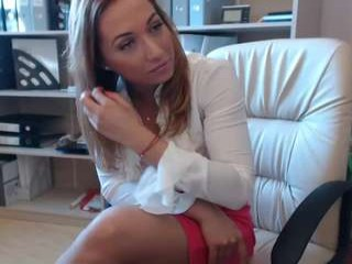 cristinabella sorry guysi couldnt strip down but i look hot online