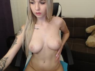 jaylee_kryss camgirl gets kinky in car online