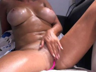 sexcarla rebel cutie plays soccer online