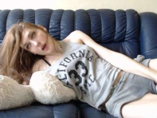 koketochka555 camgirl plays with a dildo online