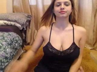 devinesex sexy camgirl gets nude