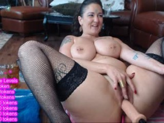 sexual_essence camgirl shows her nudity