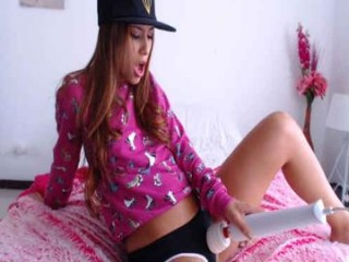 evagomez hot naked camgirl on a couch