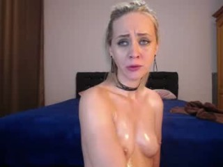 nicepussyfuckk18 amazing webcam girl with just a green jacket