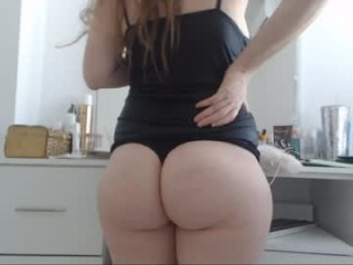 luckyanabella sexy camgirl in a short skirt